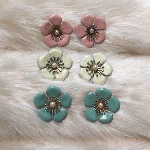 Jewelry - 🌸 Set of three flower earrings